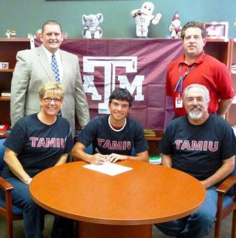 Sam Goldfarb III signing with TAMIU